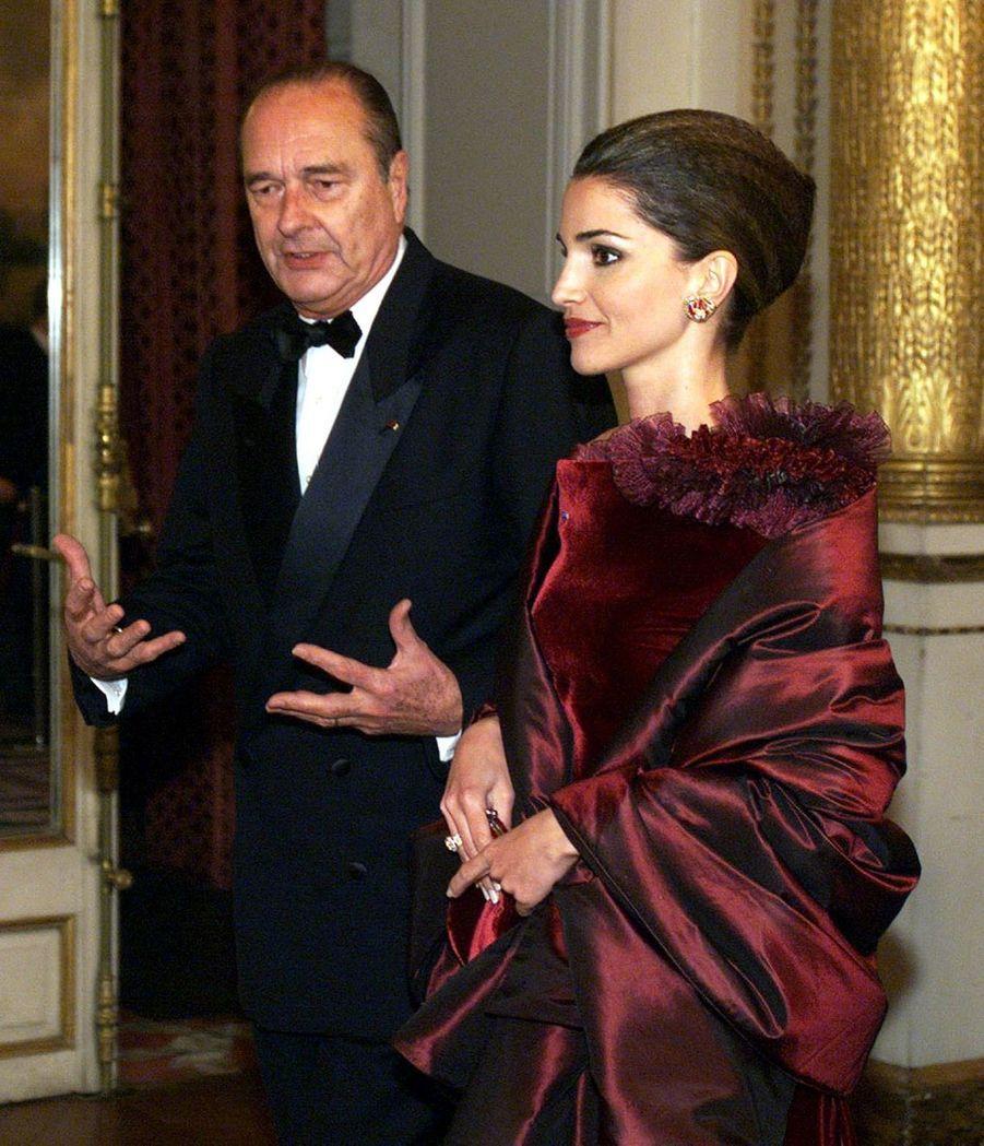 Jacques Chirac avec la reine Rania de Jordanie, lors d'un diner d'Etat à l'Elysée en novembre 1999.