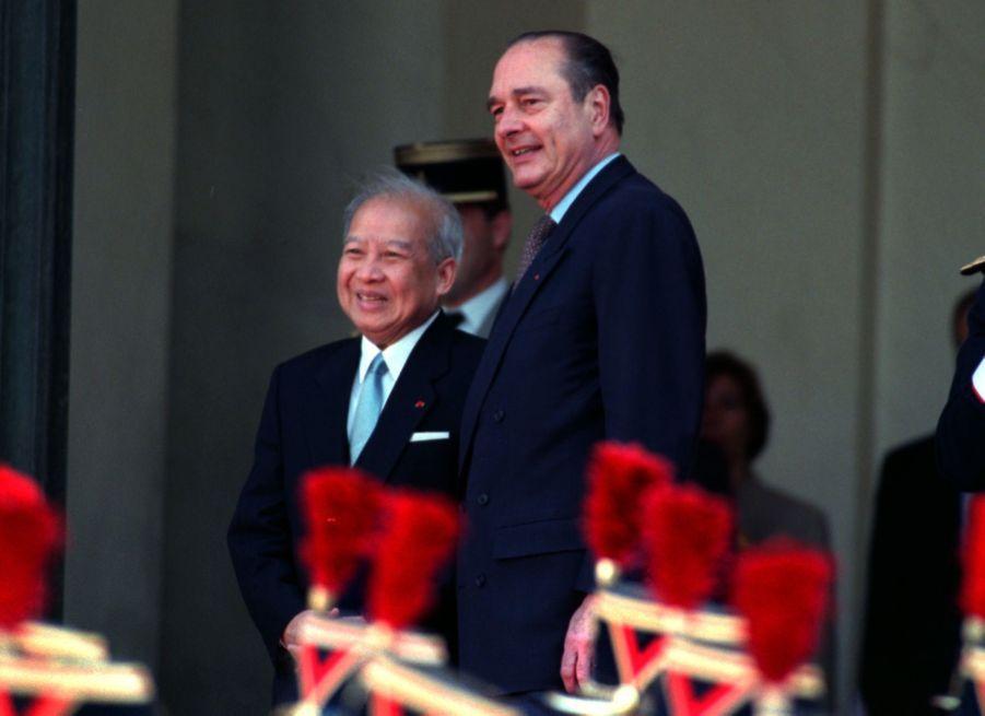 Jacques Chirac avec le roi Norodom Sihanouk du Cambodge, à l'Elysée en avril 1996.