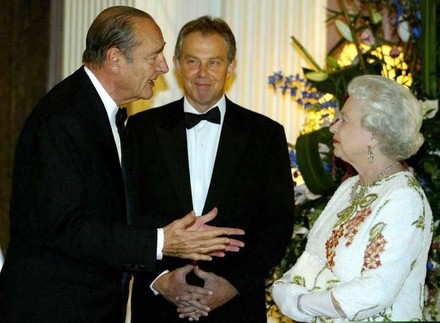 Jacques Chirac avec la reine Elizabeth II et le Premier ministre Tony Blair, en Ecosse en juillet 2005.