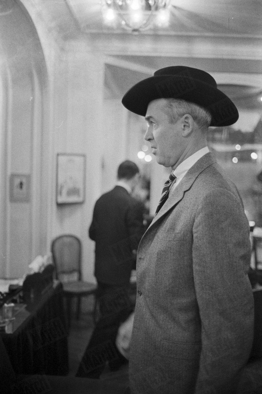 « James Stewart en Zorro » - Paris Match n°553, daté du 14 novembre 1959.