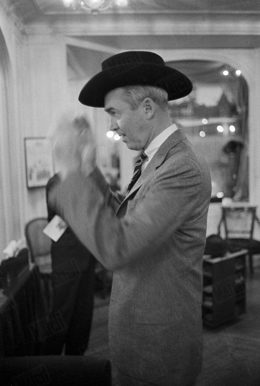 « James Stewart : de Sherlock Holmes à Michel Strogoff, une parade de têtes » - Paris Match n°553, daté du 14 novembre 1959