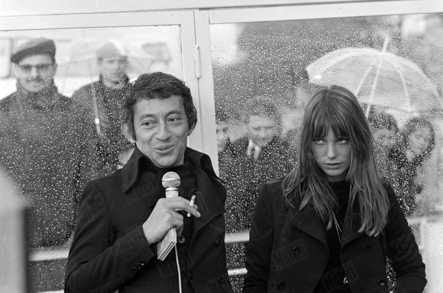 Jane Birkin avec Serge Gainsbourg à Paris, en avril 1969.