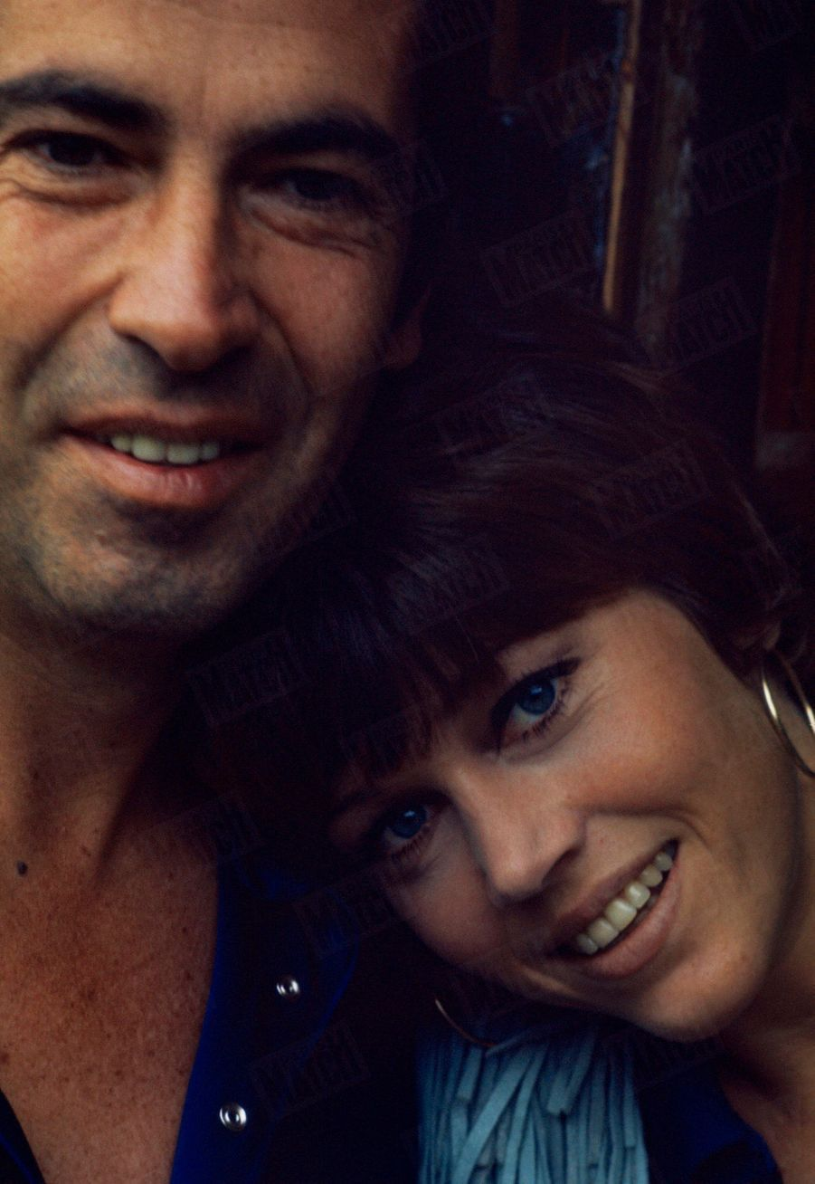 Jane Fonda et Roger Vadim dans leur propriété de campagne, à 80 km de Paris, en 1969.