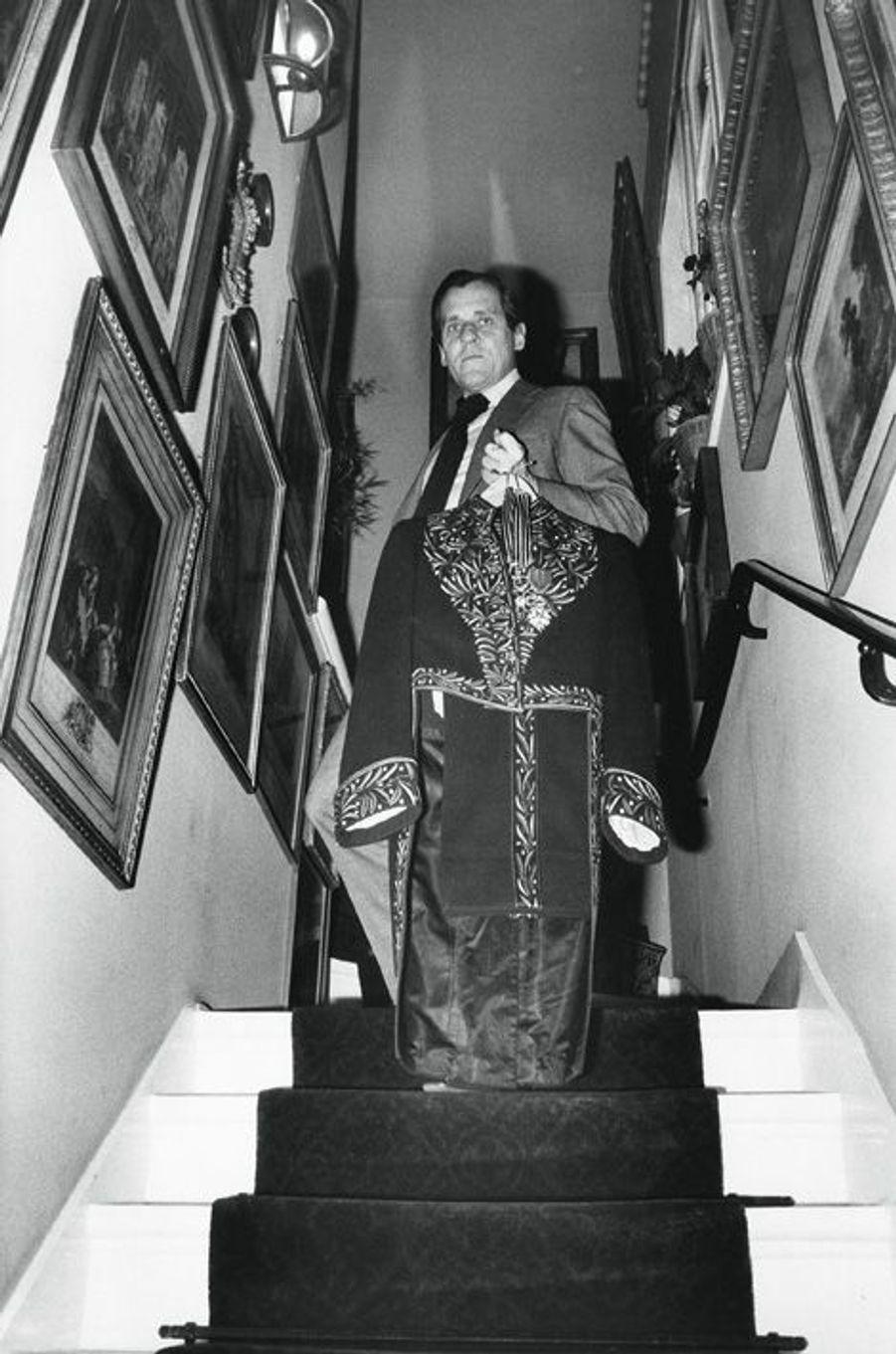 A Neuilly-sur-Seine en 1977, dans sa tenue d'Académicien.