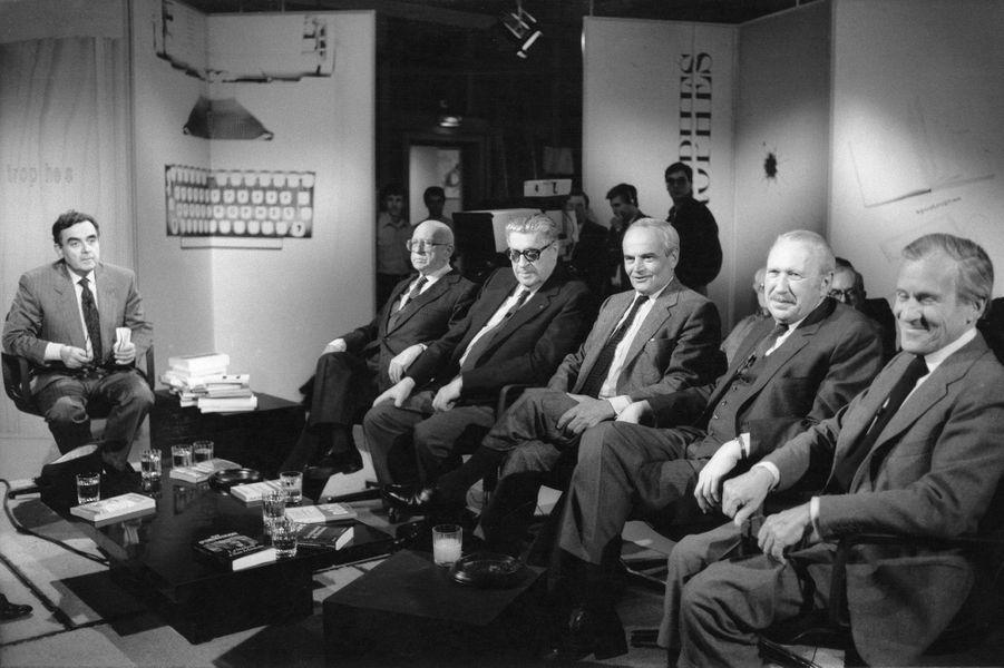"""Sur le plateau de son Èmission """"Apostrophes"""", en septembre 1987."""