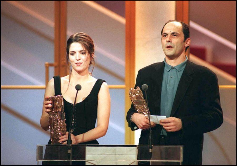 Jean-Pierre Bacri et Agnès Jaoui, César du meilleur scénario original ou adaptation, et du meilleur acteur dans un second rôle pour « Smoking / No Smoking », en février 1994.