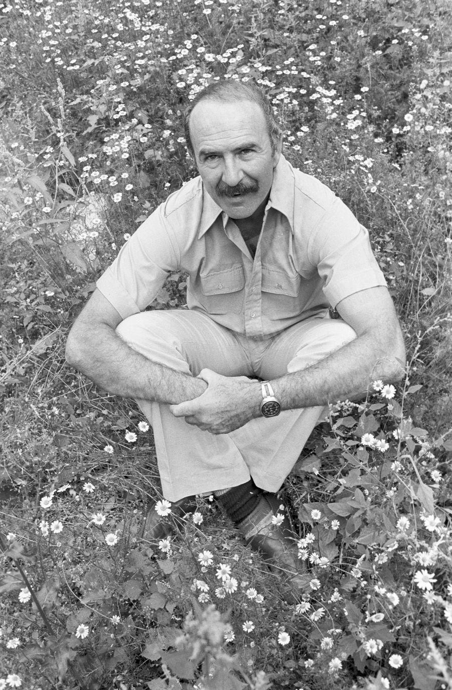 « Sa fierté : son jardin de Boulogne, 380 m2. »- Paris Match n°1447, 16 septembre 1977