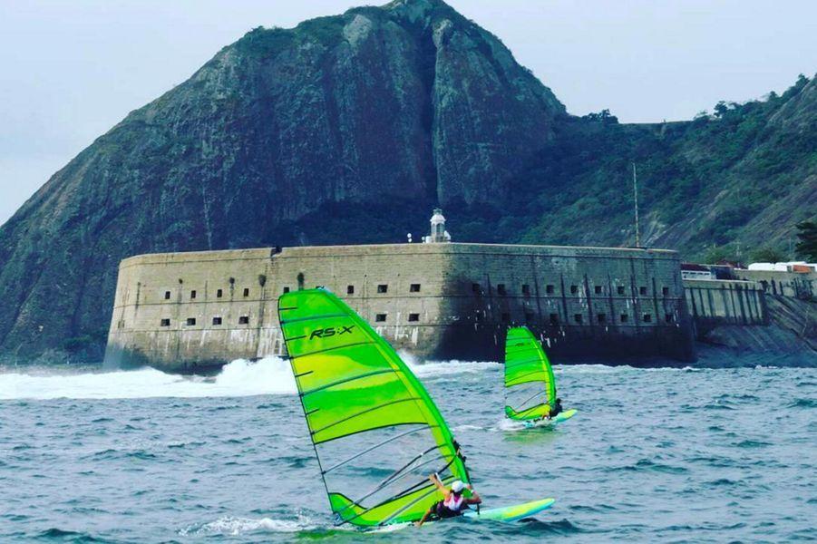 Entrainement de planche à voile pour Charline Picon à Rio