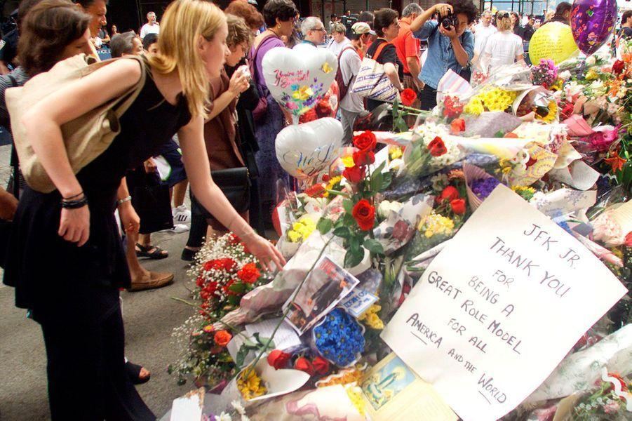 Grande émotion du peuple américain à l'annonce de la mort de John F. Kennedy Jr
