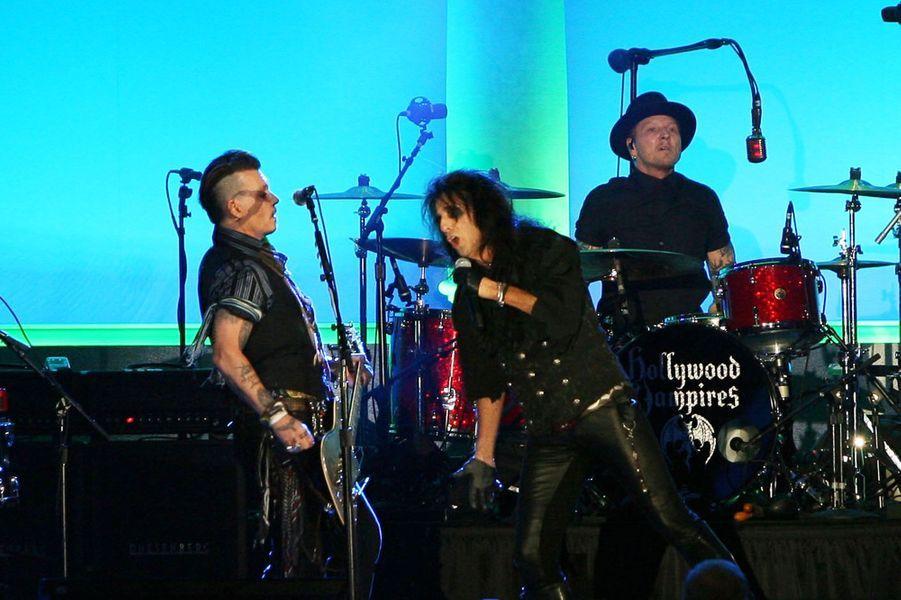 Le groupe Hollywood Vampires avec Johnny Depp en concert