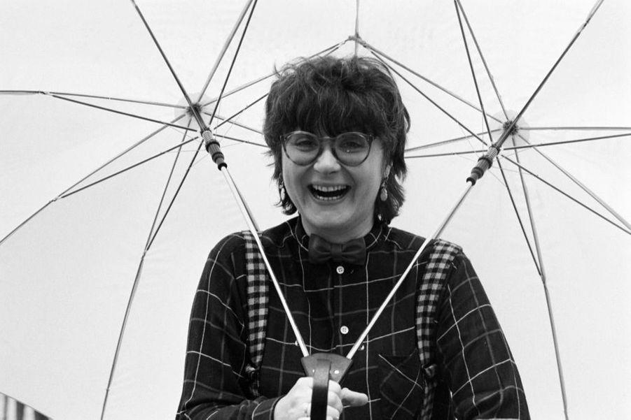 """Josiane Balasko à Parisle 11 décembre 1981, lors de son premier rendez-vous avec Match à l'occasion de la sortie de son film """"Les hommes préfèrent les grosses""""."""
