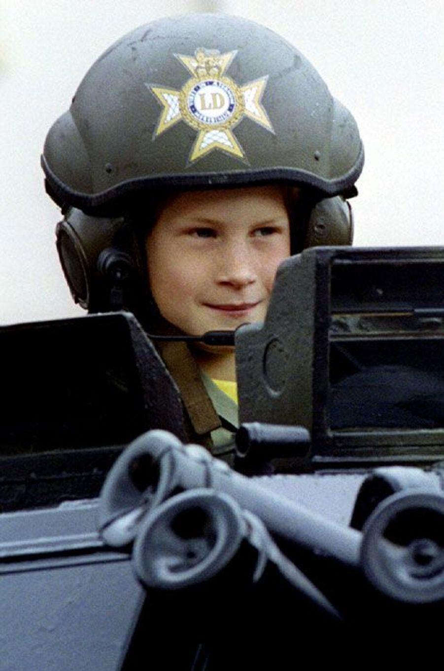 En 1993, assis dans un tank