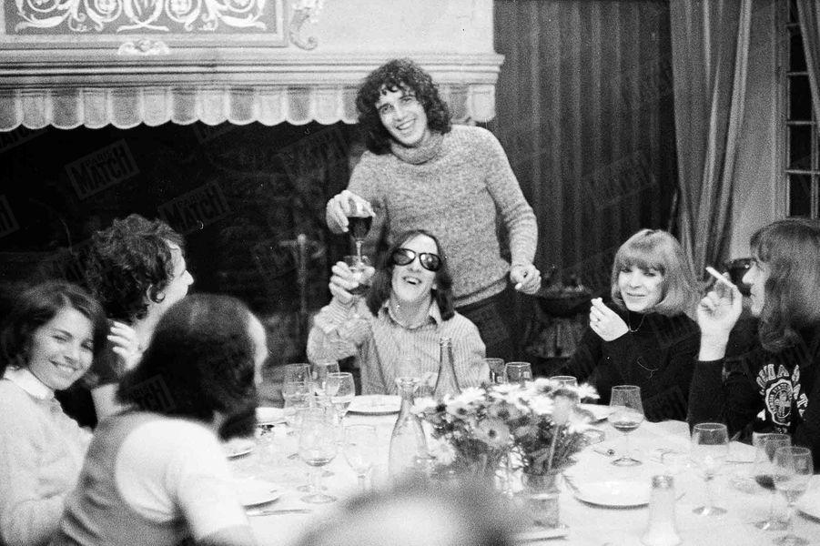 « Julien Clerc, Chez Bocuse, avec Gilbert Montagné. » - Paris Match n°1196, 8 avril 1972