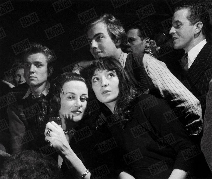 """Juliette Gréco à Rio, avant son tour de chant au cabaret """"La Vogue"""" en janvier 1951."""