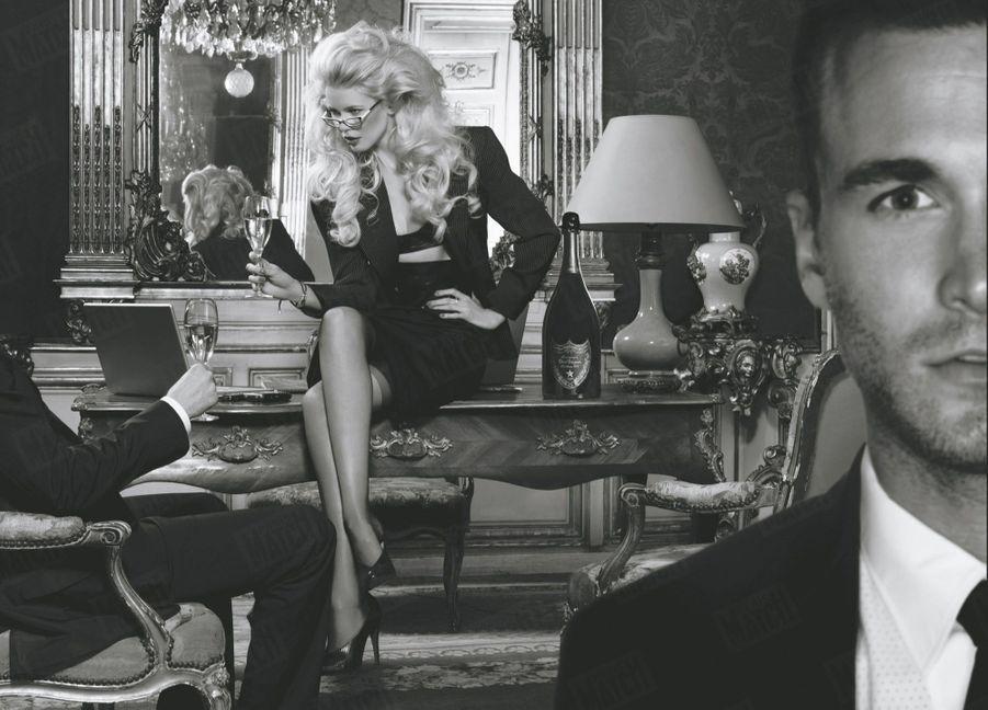 Claudia Schiffer pose devant l'objectif deKarl Lagerfeld pour célébrer le Dom Pérignon Oenothèque 1993, en 2007.
