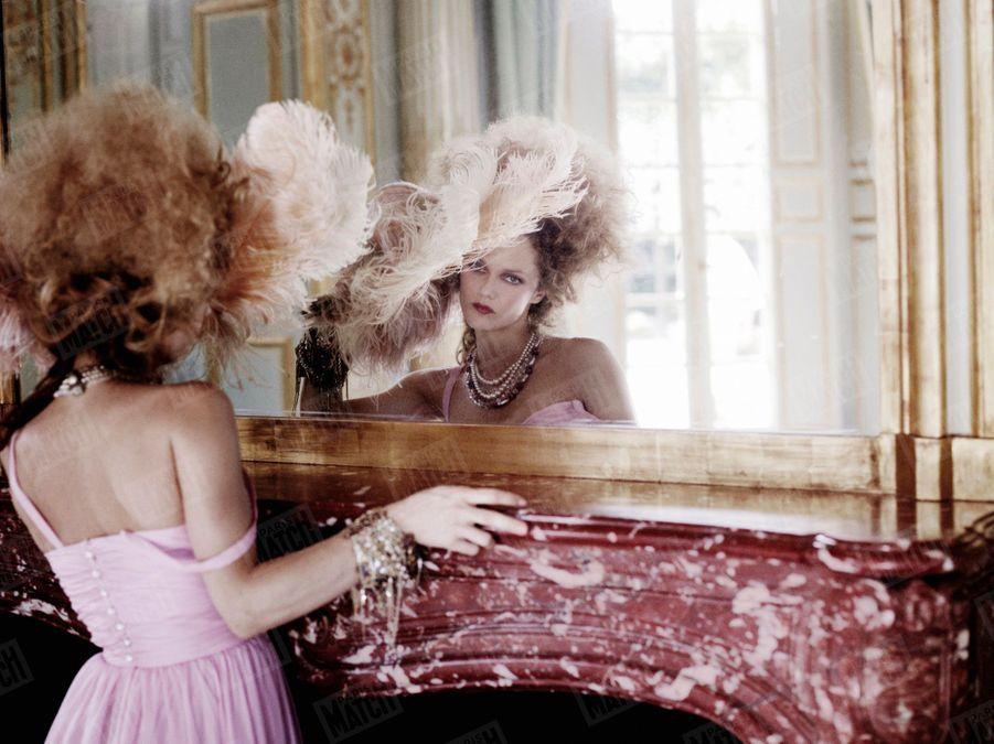 Vanessa Paradis en Chanel Haute Couture au château de Versailles, le 11 février 2010, pour Paris Match.