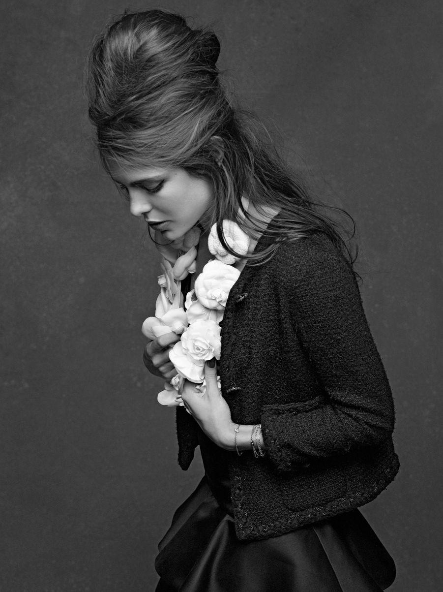 Charlotte Casiraghi pose avec la petite veste noire culte, le 27 avril 2011.