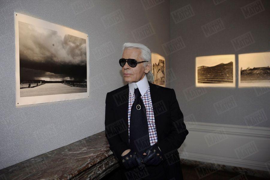 Karl Lagerfeld, lors du vernissage de l'exposition de ses photos, dans les appartements de Madame de Maintenon au château de Versailles, le 9 juin 2008.
