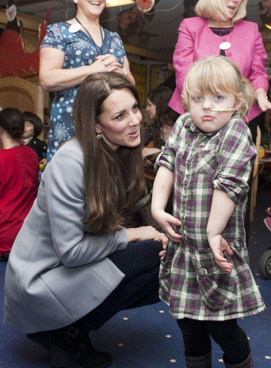 Kate au chevet des enfants malades