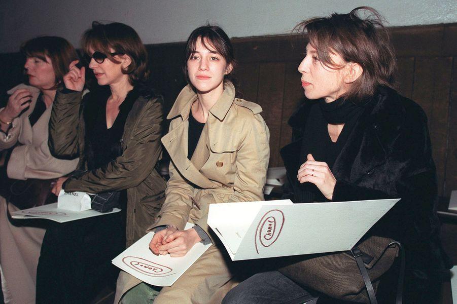 En janvier 2000 avec Charlotte Gainsbourg au défilé Chanel
