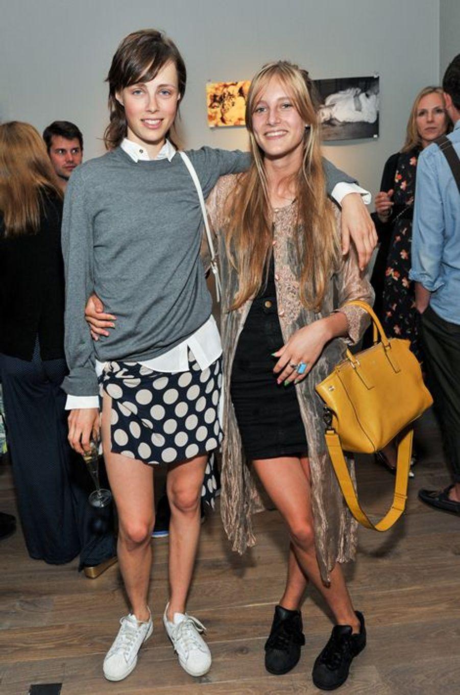 Mannequin fétiche de Karl Lagerfeld et Marc Jacobs -entre autres- Edie a ouvert le passage à Olympia, qui a posé pour l'ex-directeur de la création Vuitton.