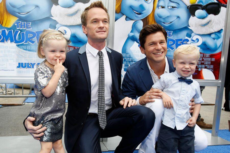 Avec son compagnon David Burtka et leurs jumeaux Harper et Gideon