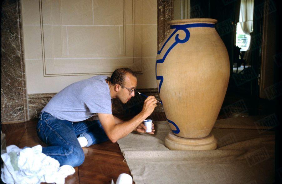 Keith Haring chez Jean-Charles de Castelbajac à Paris en juin 1989.