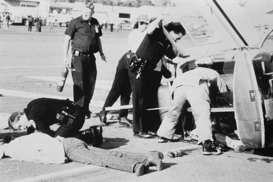 L'accident d'hélicoptère dont Kirk Douglas est sorti grièvement blessé, le 13 février 1991,à l'aéroport de Santa Paula, en Californie.