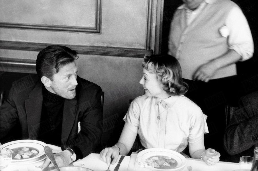 « Avec Dany Robin, il découvre en chandail de mari la soupe aux poissons de la mère Terrat à La Napoule. » - Paris Match n°215, 25 avril 1953