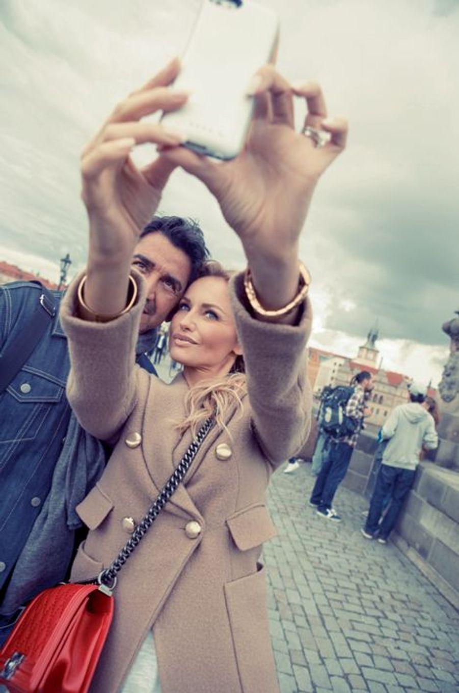Sur le pont Charles, un selfie en guise de souvenir.