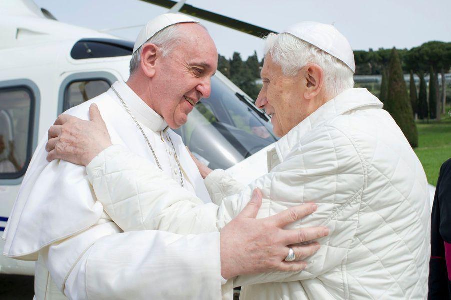 Vous avez élu le pape François, homme de l'année 2013Lire l'articlePhoto prise le 23 mars 2013, dix jours après l'élection de Jorge Mario Begoglio en remplacement de Benoit XVI, souffrant.
