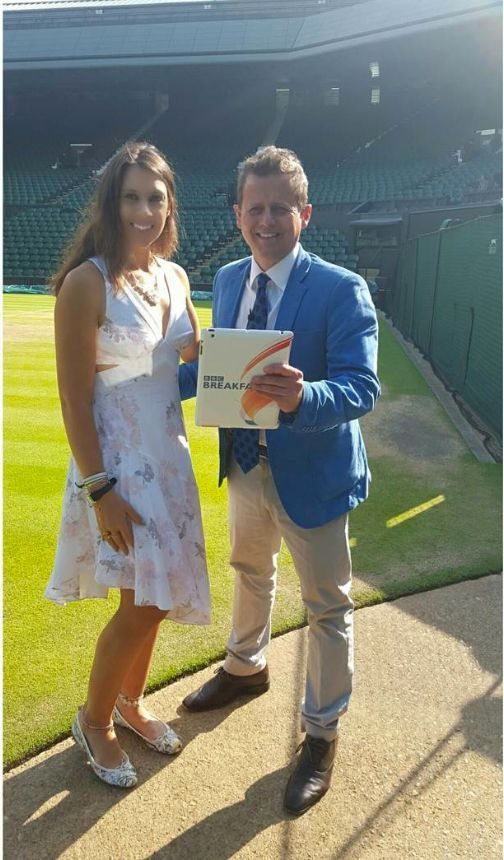 Marion Bartoli au côté d'un journaliste de la BBC il y a environ 11 semaines. Depuis 2013, l'ex-joueuse de tennis a perdu 13 kilos. Depuis 2013,...