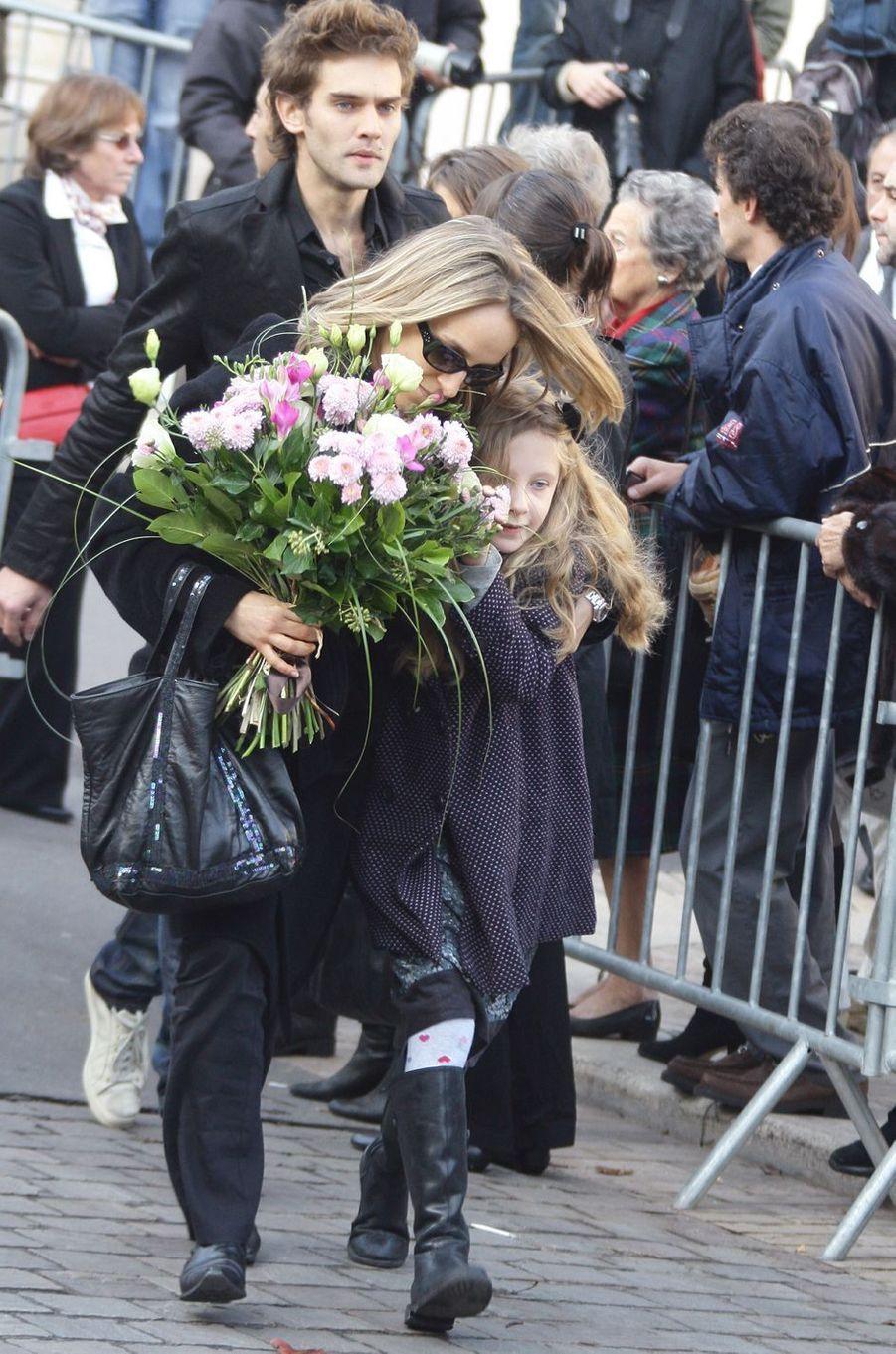 Louise Depardieu, le 17 octobre 2008, lors des obséques de son père Guillaume, à l'église Notre Dame de Bougival dans les Yvelines