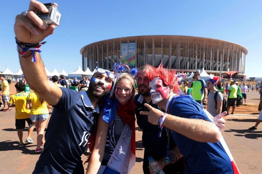 Devant le stade à Brasilia