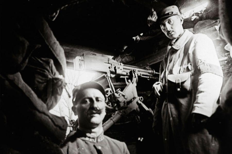 Une photographie non datée de soldats dans une tranchée d'Apremont-la-Forêt, en Lorraine.