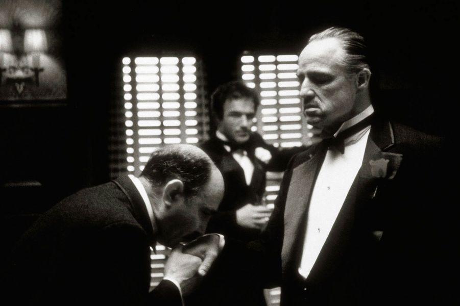 Ici, son rôle le plus emblématique dans «Le Parrain» de Francis Ford Coppola en 1972, aux côtés de James Caan et de Salvatore Corsitto.