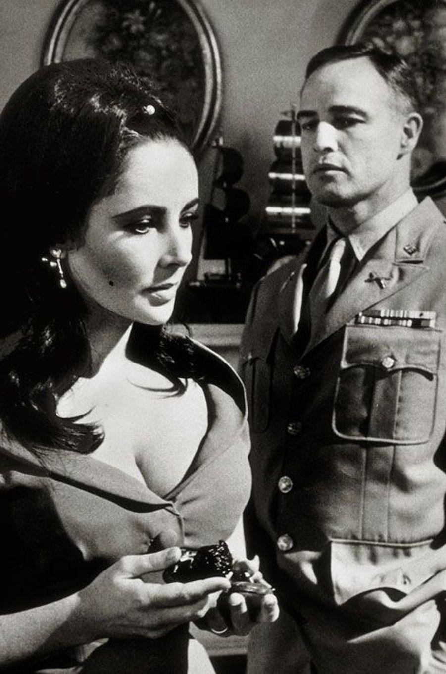 En 1967, John Huston réalise «Reflets dans un œil d'or», en VO «Reflections in a Golden Eye». L'affiche est partagée par Elizabeth Taylor et Marlon Brando.