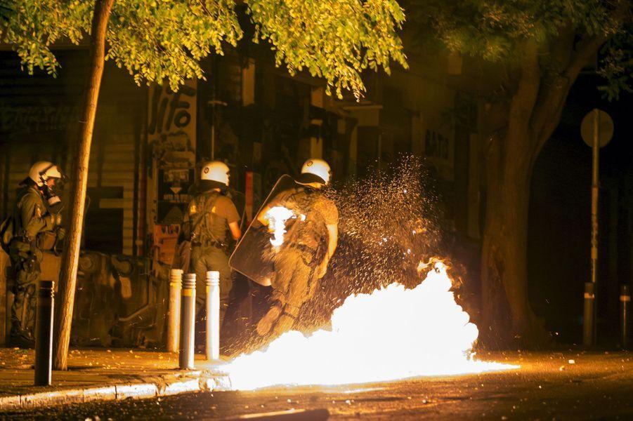 Les forces de l'ordre ont dû maîtriser quelques incidents mineurs.