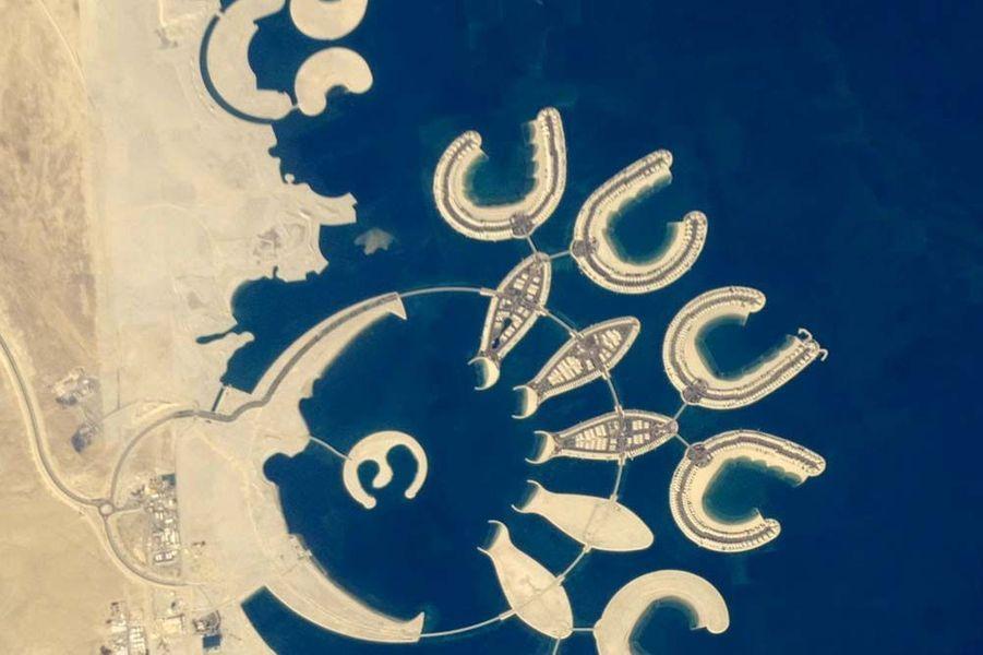 Des îles artificielles au Bahreïn forment des C