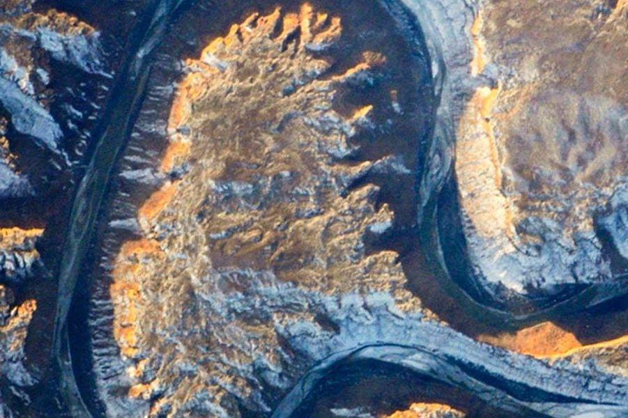 Un A formé par la rivière Green dans l'Utah, aux États-Unis