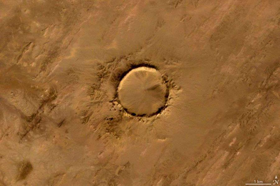 Un o formé par le cratère de Tenoumer, en Mauritanie