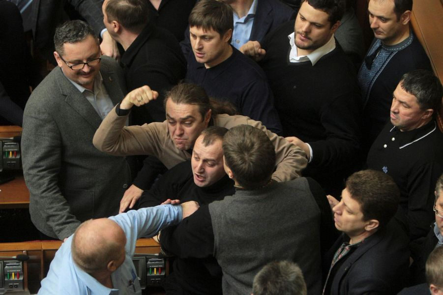 Vendredi, affrontements à la Rada entre députés