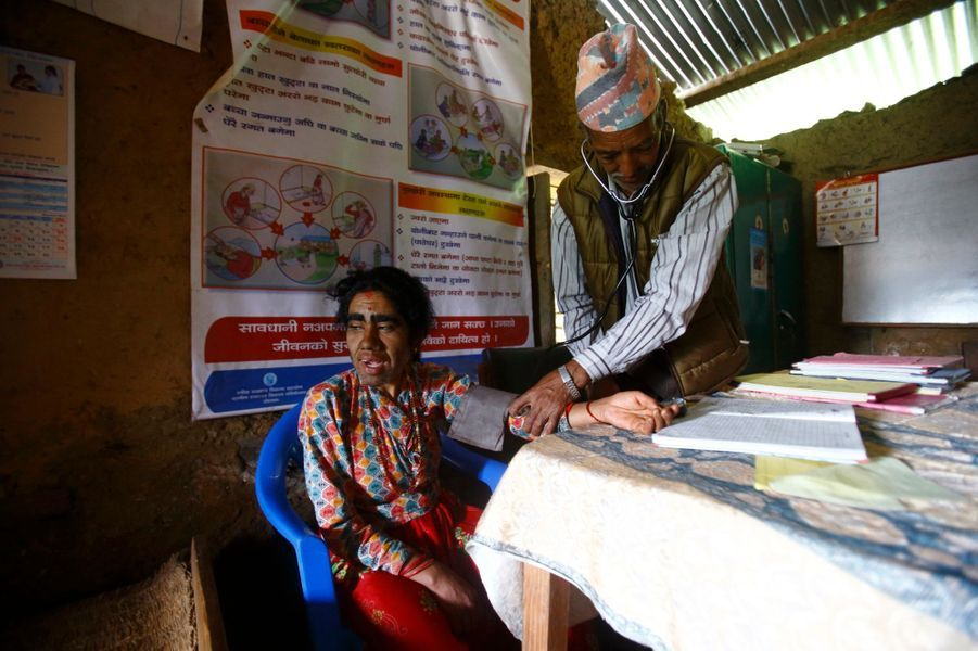 Devi, la mère de famille de 38 ans, chez le médecin