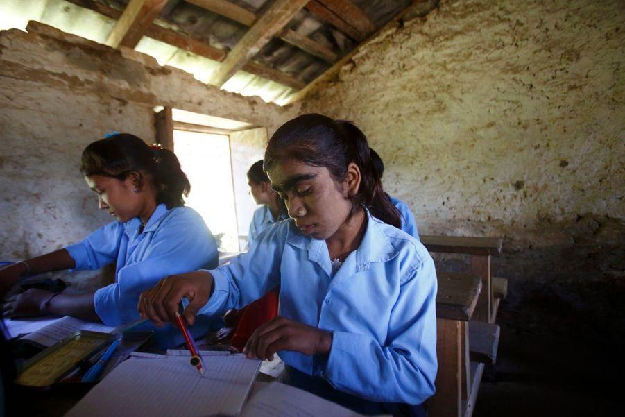 Manjura, 14 ans, une écolière comme les autres