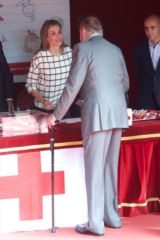 Letizia, Sofia et Juan Carlos portent l'étendard de la Croix-Rouge