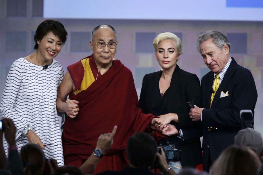 La journaliste Ann Cury, le Dalai Lama, Lady Gaga et le businessman Philip Anschultz