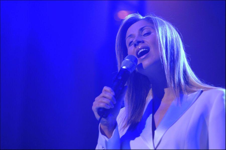 Lara Fabian en concert à l'Arena de Genève en Suisse, le 5 novembre 2005.