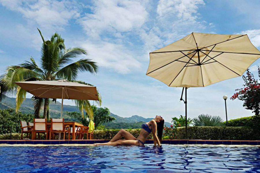 Laury Thilleman en vacances