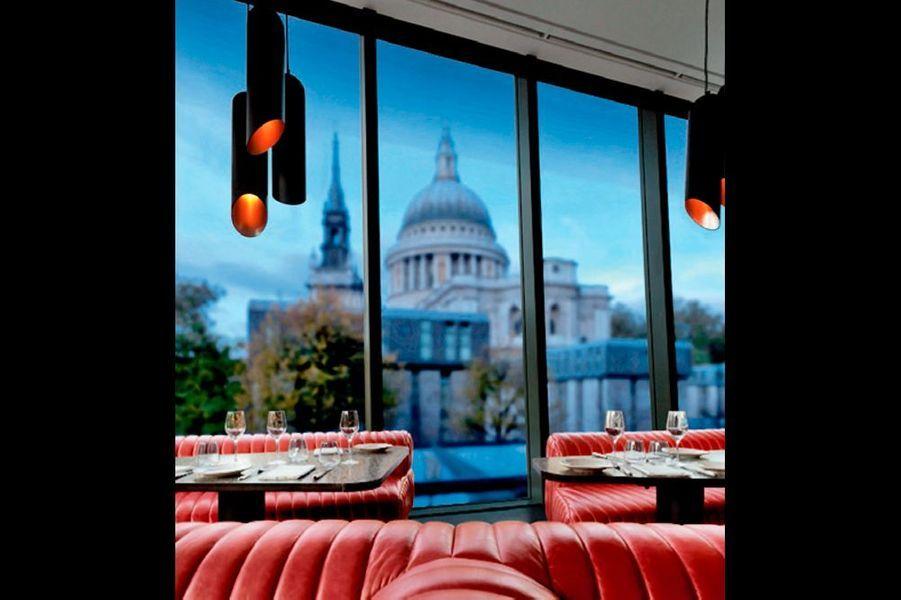 Derrière la cathédrale St Paul, c'est l'un des restaurants londoniens de Jamie Oliver. Entre le croisé de la bonne bouffe et le designer-soudeur, c'est tout feu tout flamme dans ce temple dédié à la viande. barbecoa.com