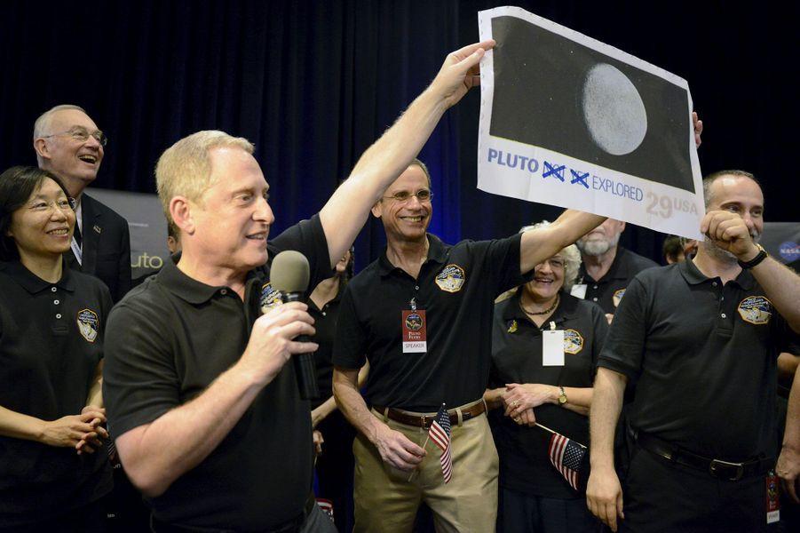 La joie des scientifiques de la Nasa, à la vue des photos envoyées par leur sonde New Horizons